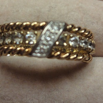 Vintage Yellow turned 14K in between rings.