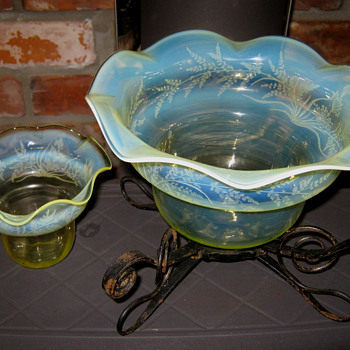 VASELINE GLASS FROM BRACKLEY DENE - Glassware