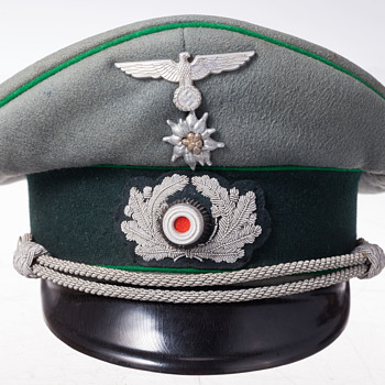 A rare 3rd Reich Wehrmacht officer's visor cap of the Gebirgsjäger (Mountain Troops) - Military and Wartime