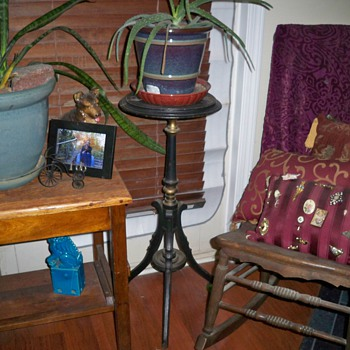 Swivel top plant stand - Victorian Era