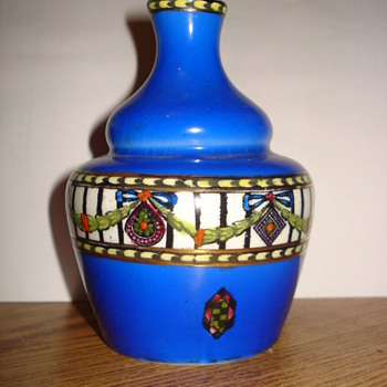 Small vase around 1910 in vibrant blue  - Pottery
