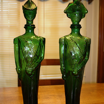 Green glass British soldiers, any thoughts? - Bottles