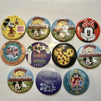 Toontown Mickey Mouse and Etc Pins - Medals Pins and Badges