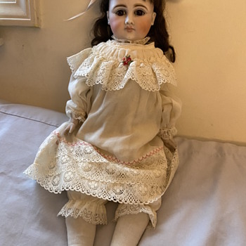 Can anyone help identify this doll's maker or origion?  - Dolls
