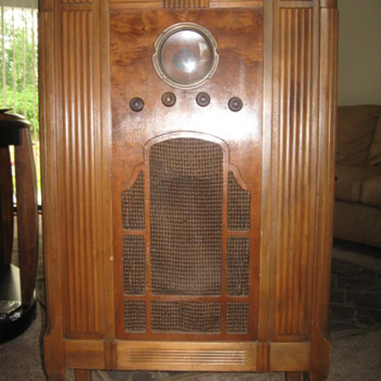 RCA Victor Model 211 - Radios