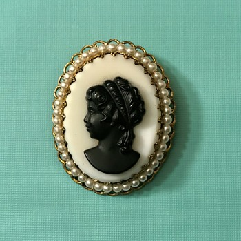 Vintage Cameo Victorian Brooch - Fine Jewelry
