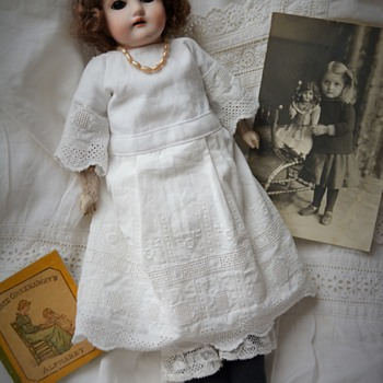 Mystery bisque doll - Dolls