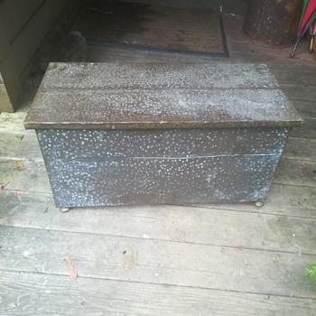 Hammered copper/brass antique firewood box/trunk / chest - Art Nouveau