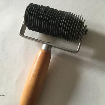 Ridgel decorating tool