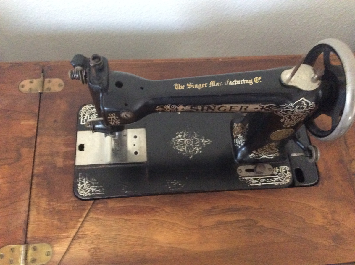 singer sewing machine collectors