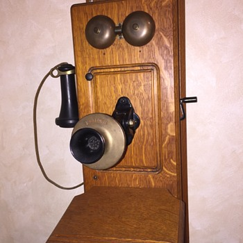 Antique Kellogg early 1900s 4-bar magneto-powered crank wall phone