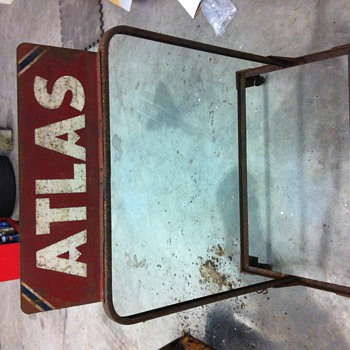 Atlas tire rack - Petroliana