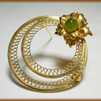 Gold Wreath Filigree Brooch - Marked - Fine Jewelry