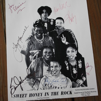 Sweet Honey in the Rock autographed photo - Music Memorabilia