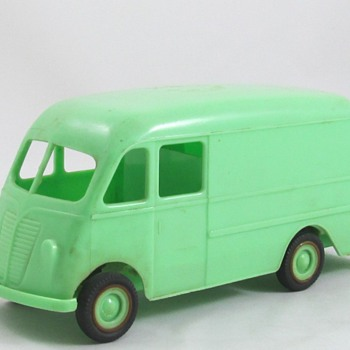 International Metro Van Cigarette Dispenser - Model Cars