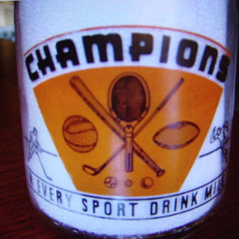 Hridel's Dairy..Cleveland Ohio...Uncommon 2 Color Sports Graphic On Back... - Bottles