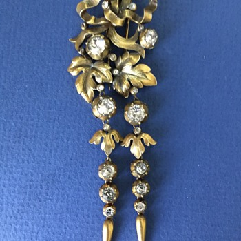 Trifari Long Dangle Fur Clip  - Costume Jewelry