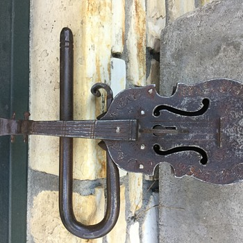 Italian violin locki thought people would enjoy - Tools and Hardware