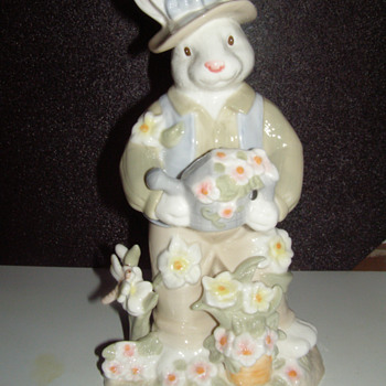 "11"" porcelain figures, ""Mr and Mrs.  Rabbit"" - Figurines"