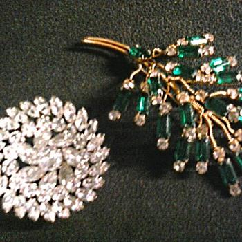 """Kramer of New York"" Rhinestone Basket Brooch - Unknown Emerald Rhinestone Wire Spray /Circa 1950-60 - Costume Jewelry"