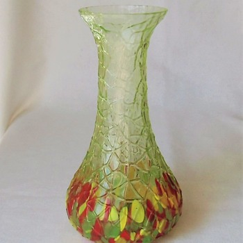 A new Kralik Vase, and another vivid UV reactive example. Part 3. - Art Glass