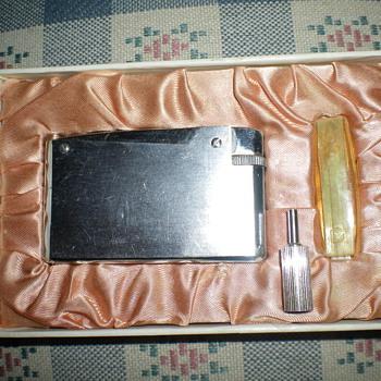 Unknown Lighter - Tobacciana