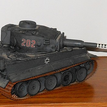 Tiger Panzer Mk VI 1/35 Scale Tamiya Model - Military and Wartime