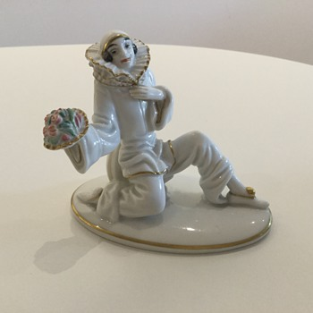 KNEELING PIERROT - C. HOLZER-DEFANTI 1923. - China and Dinnerware