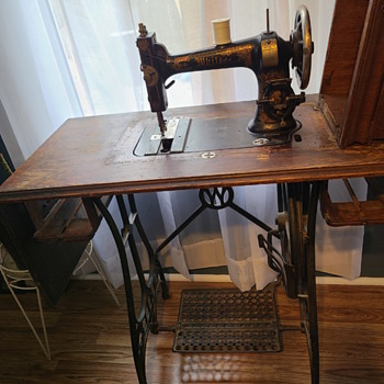 White Sewing Machine (1800s?) - Sewing