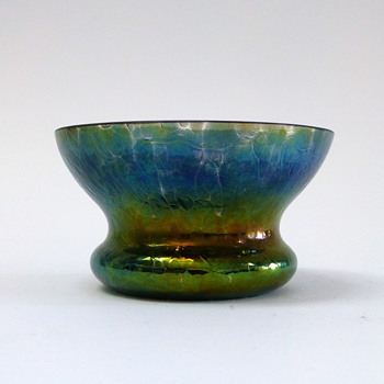 Miniature iridescent bowl - Art Glass