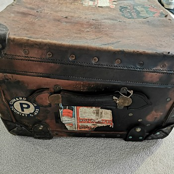 Unknown leather trunk - Furniture
