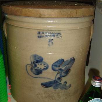 Antique crock - China and Dinnerware