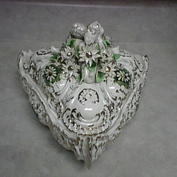 CHERUB PORCELAIN BOX - Pottery