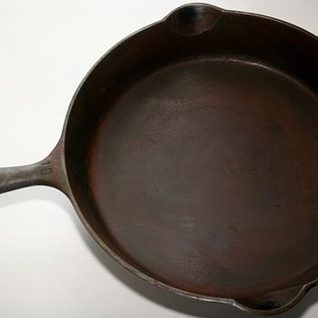 Griswold No.10 Erie, PA 716E Cast Iron Skillet  - Kitchen