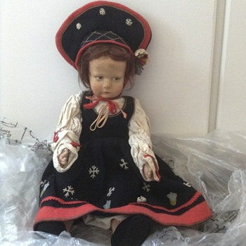 Vintage Tudor/Victorian/Edwardian doll?