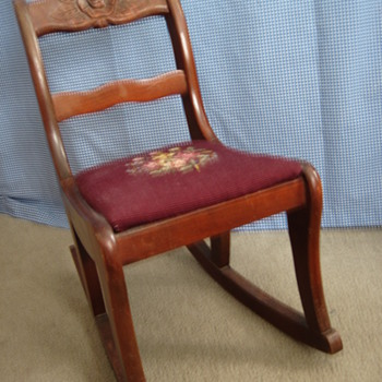 who made it?  is this a salesman's sample or childs? - I have 4 matching diningroom chairs - Furniture