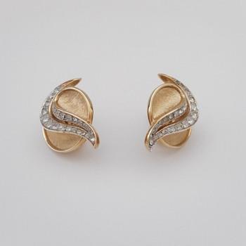 Vintage Trifari Earrings - Costume Jewelry