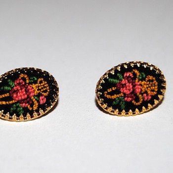 Embroidered earrings... - Costume Jewelry