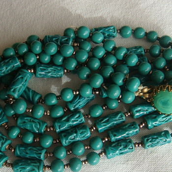 Green glass necklace - Costume Jewelry