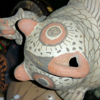 ANTIQUE ZUNI EFFIGY POTTERY - Native American