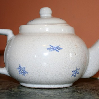 Snowflake teapot Early Pfaltzgraff - China and Dinnerware
