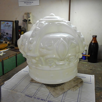 Standard Oil white crown globe - Petroliana