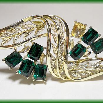 "Vintage "" CORO "" Brooch - Emerald Rhinestones - Costume Jewelry"