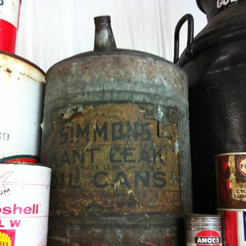 Oil cans from way back when. - Petroliana