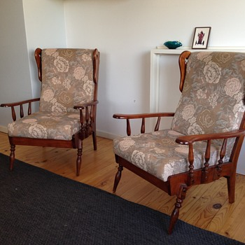Arm chairs needing ientification