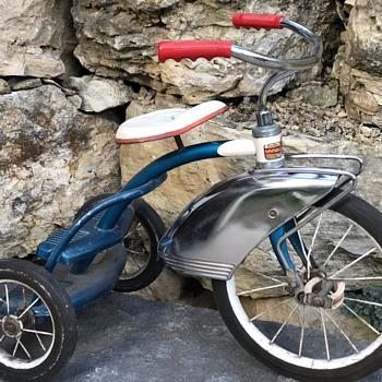 Hiawatha Two Deck Trike - Sporting Goods
