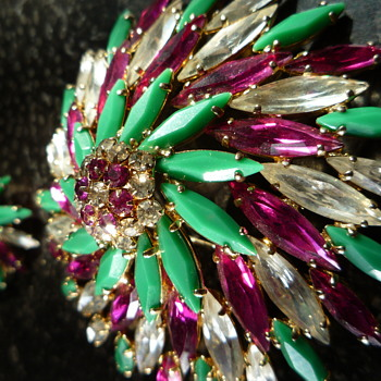 VERY RARE SHERMAN PINWHEEL BROOCH IN COLOURS of  FUCHSIA, CLEAR & OPAQUE JADE GREEN  - Costume Jewelry