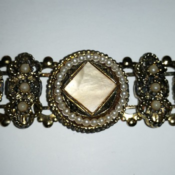 Intricate link bracelet