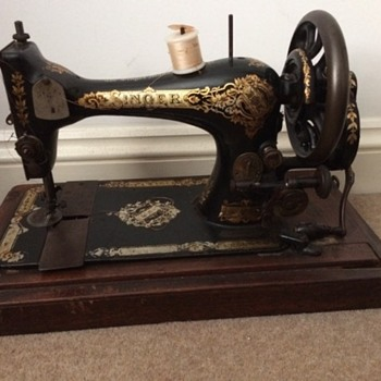 My grandmother's Singer sewing machine - Sewing
