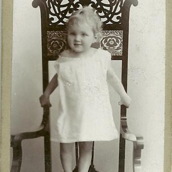 Art nouveau chair with child - Photographs